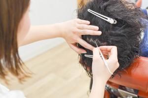 福岡で増毛するならスタンドヘアー☆大人気の【ヘアプラ】で気になるところに髪を増やせます☆ thumb