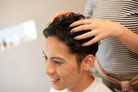 健康な髪を保つための育毛知識!育毛剤、頭皮マッサージの効果は?②【福岡天神(かつら・ウィッグ・増毛・育毛)スタンドヘアー】 thumb